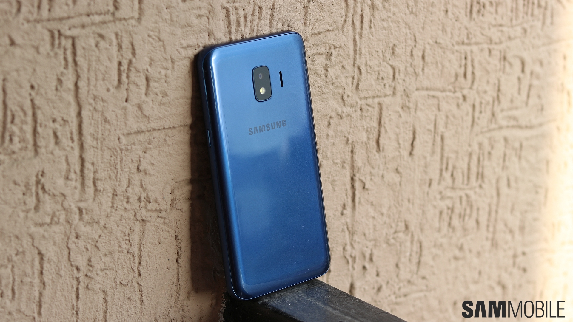 Hands On This Is The Galaxy J2 Core Samsungs Android Go Sharp Z2 4g Lte 32gb